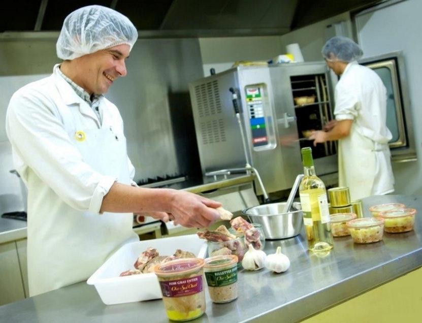 Fabrication traditionelle produits artisanaux d'oie